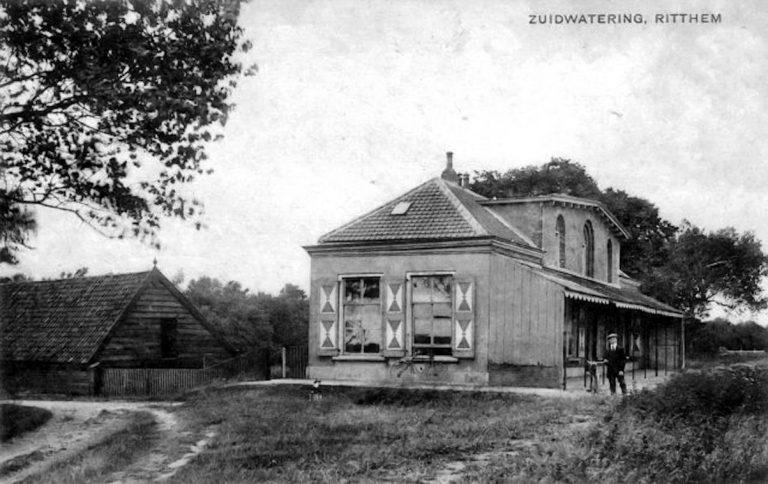 Gebouw in 1918 met P.J. Cornelis